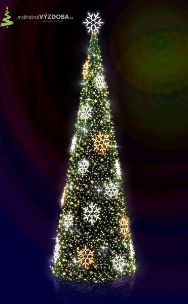 Vánoční strom s umělým jehličím, s LED řetězy a LED vločkami, s hvězdou na špičce stromu.